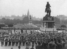 Albert Hilscher: Heimwehraufmarsch, Versammlung auf dem Heldenplatz, 16. Oktober 1932, Fotografie