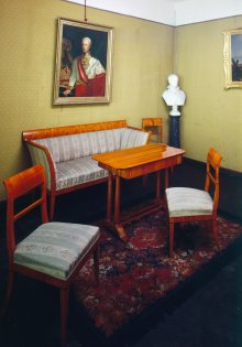 Mobiliendepot, previous installation: Biedermeier alcove, suite, cherry veneer: sofa, chairs, table, on the w…