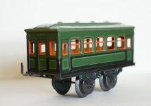 Personenwagen einer Spielzeugeisenbahn, um 1928