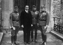 Otto Habsburg-Lothringen mit Mitgliedern des Heimatschutzes, 1935