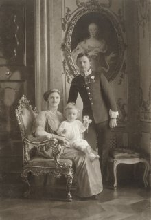 Hermann C. Kosel: Official state portrait of Karl I and his family, photograph, 1914