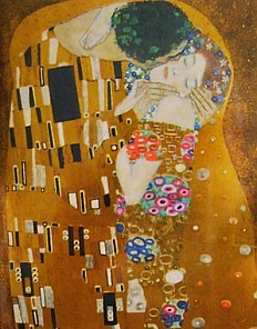 Gustav Klimt's *Kiss* as decoration on a coffee tin, photograph