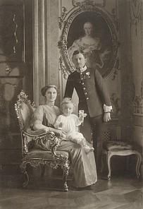 Hermann C. Kosel: Offizielles Porträt von Karl I. mit Familie, Foto, 1914
