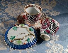 Two Chinese 'trembleuse' cups and saucers, the outer walls perforated, porcelain, 1st half of 18th century