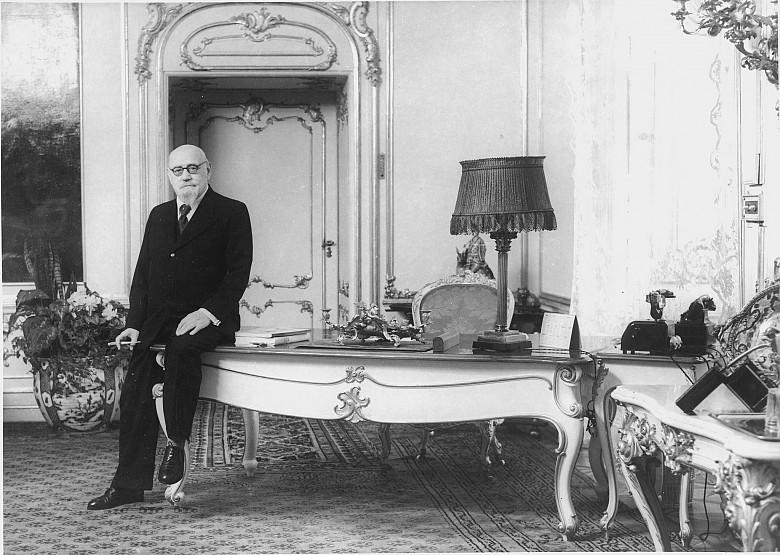 Albert Hilscher: Bundespräsident Karl Renner an seinem Schreibtisch in der neuen Kanzlei, Foto, 1948