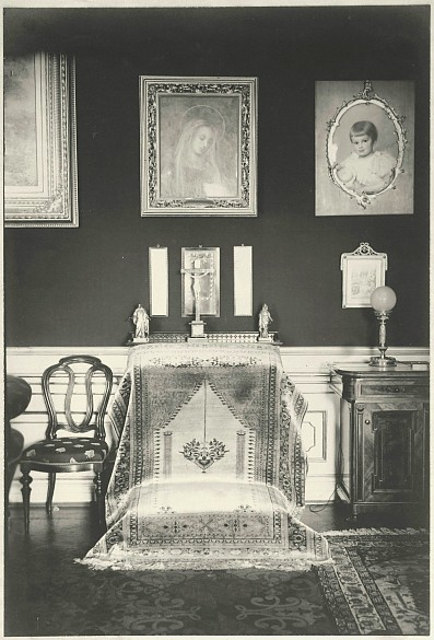 Franz Joseph's prie-dieu from his bedroom at Schönbrunn, photograph, 1916