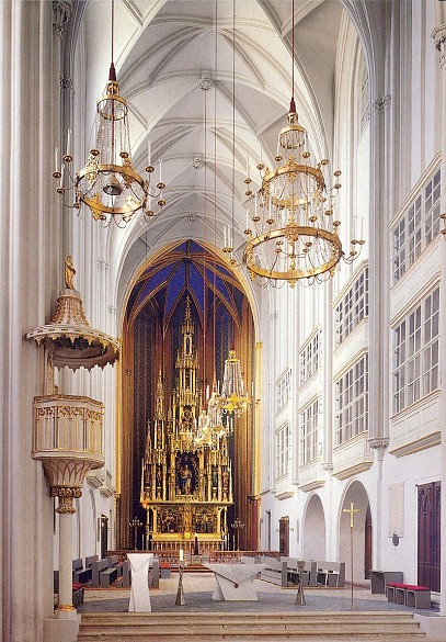 Blick in die Augustinerkirche Richtung Hochaltar