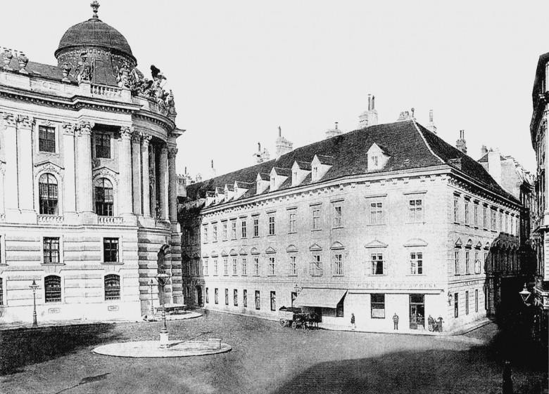 Das Café Griensteidl am Michaelerplatz, vor 1897, Kollodiumpapier auf Untersatzkarton mit Goldschnittrand