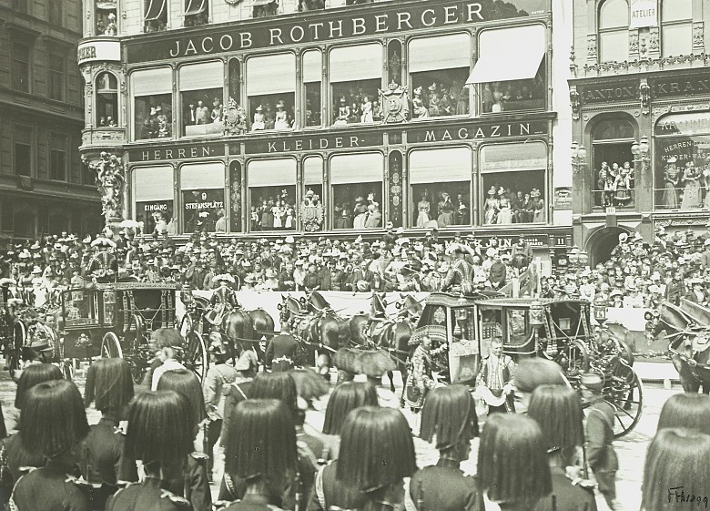 Corpus Christi procession on Graben passing the Rothberger department store, photograph, 189