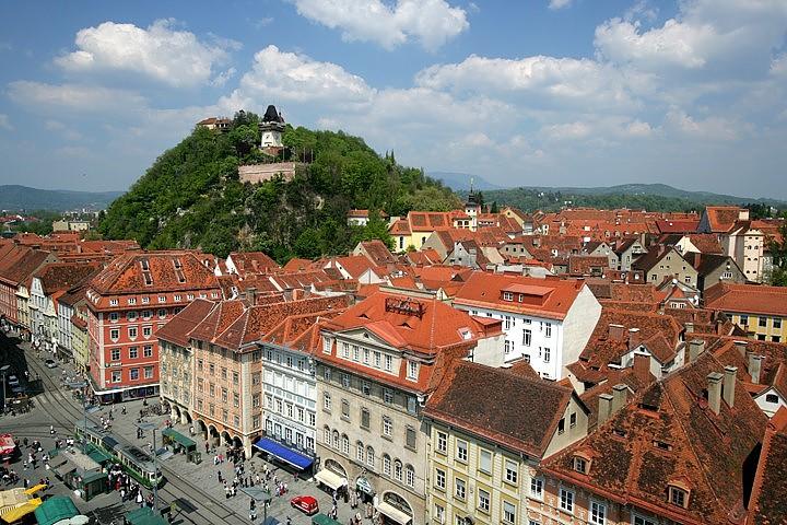 Historische Altstadt von Graz mit Uhrturm am Schloßberg