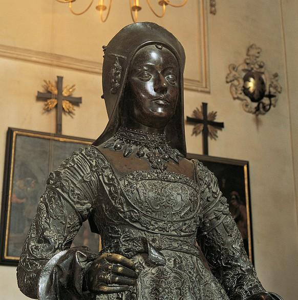 Innsbruck Court Church: Bronze statue of Mary of Burgundy