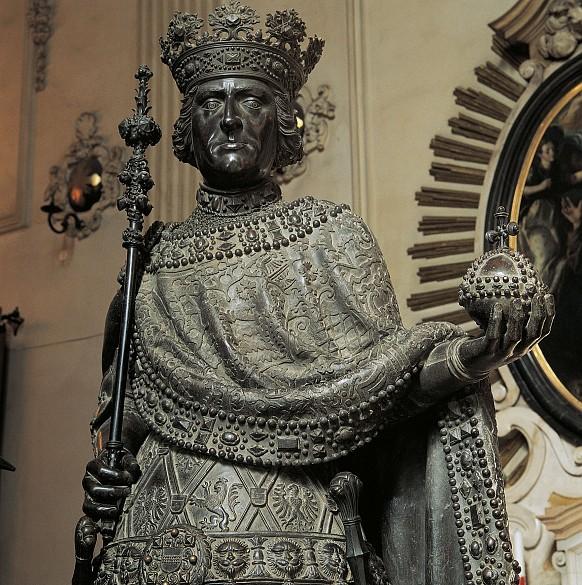 Innsbruck Court Church: Bronze statue
