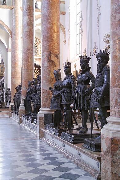 Innsbruck Court Church: Bronze statues