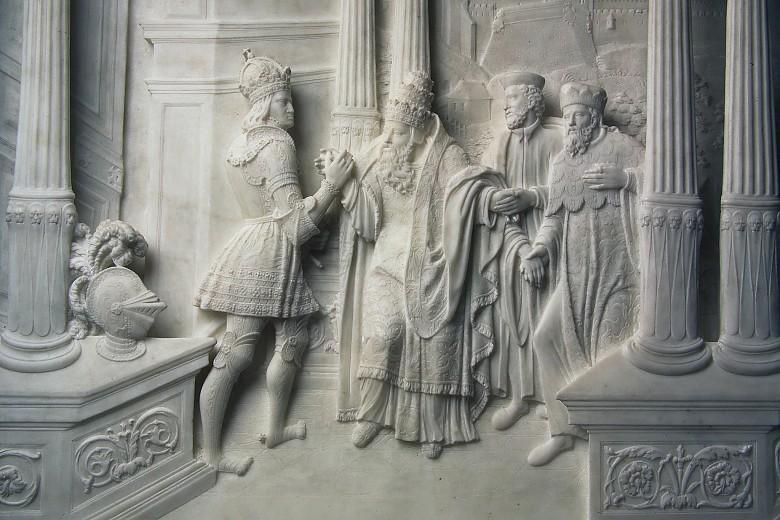 Hofkirche Innsbruck: Detail Marmorreliefs Sarkophag