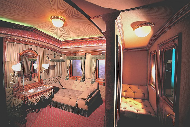 Interior of the court saloon car used by Elisabeth, photograph of the reconstruction in the Sisi Museum
