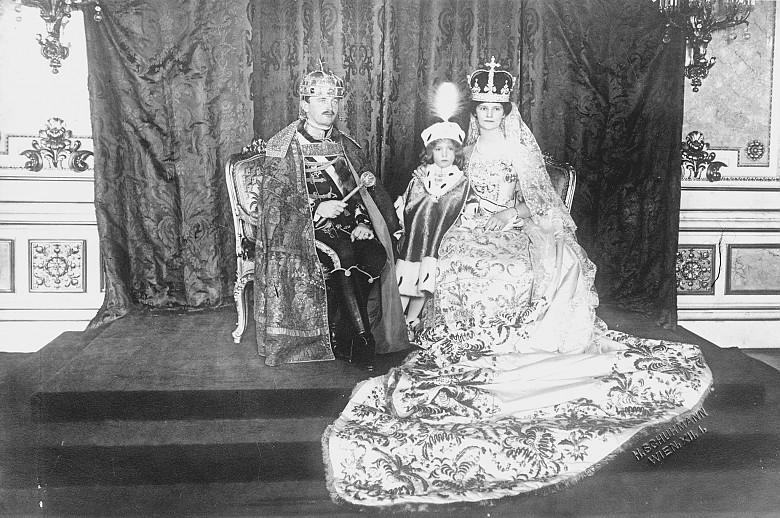 Emperor Karl, Empress Zita and Archduke Otto in the Hungarian coronation regalia, photograph, 1916