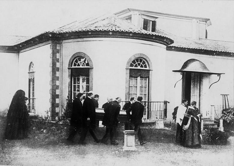 Begräbnisprozession für Kaiser Karl vor seinem Sterbehaus auf Madeira, Fotografie, 1921