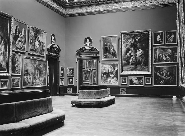 Saal in der Gemäldegalerie des Kunsthistorischen Museums, um 1893, S/W-Fotografie