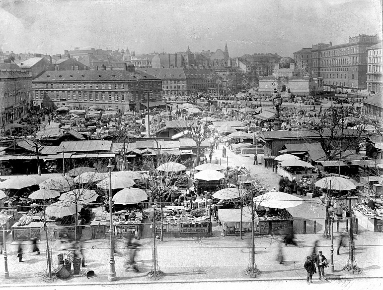 Stalls at the Naschmarkt, c. 1895