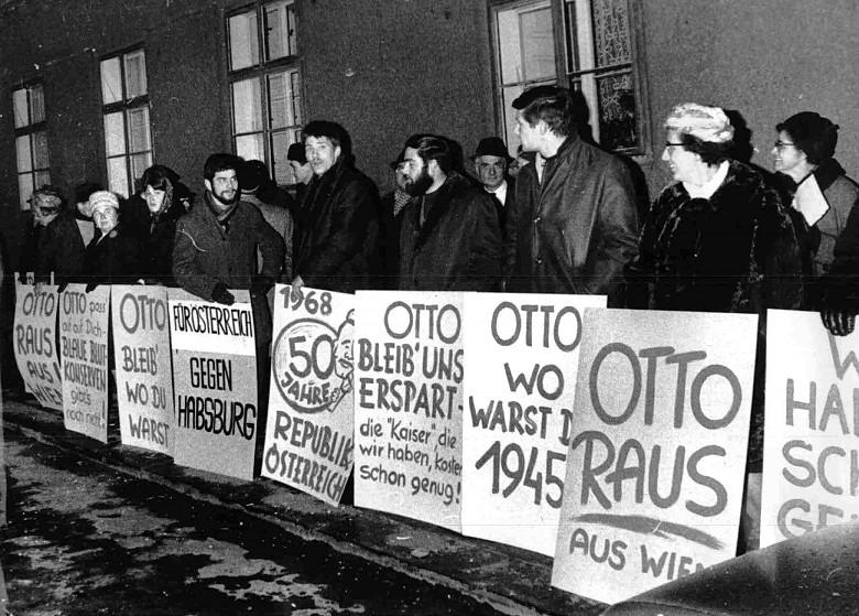 Demonstration in Vienna against the entry into Austria of Otto Habsburg-Lorraine, 1968