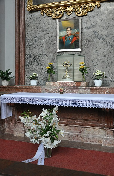 Altar mit Bild des seliggesprochenen Exkaisers Karl I. in der Wiener Augustinerkirche