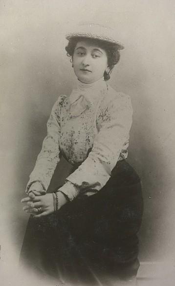 Wilhelmine Adamovics, wife of Leopold Wölfling, 1900