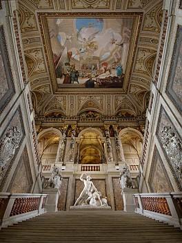 Stiegenaufgang im Kunsthistorischen Museum Wien